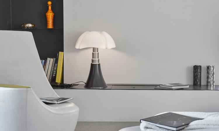 Martinelli Luce Pipistrello Medium Bordslampa i den mörkbruna färgen Dark Brown