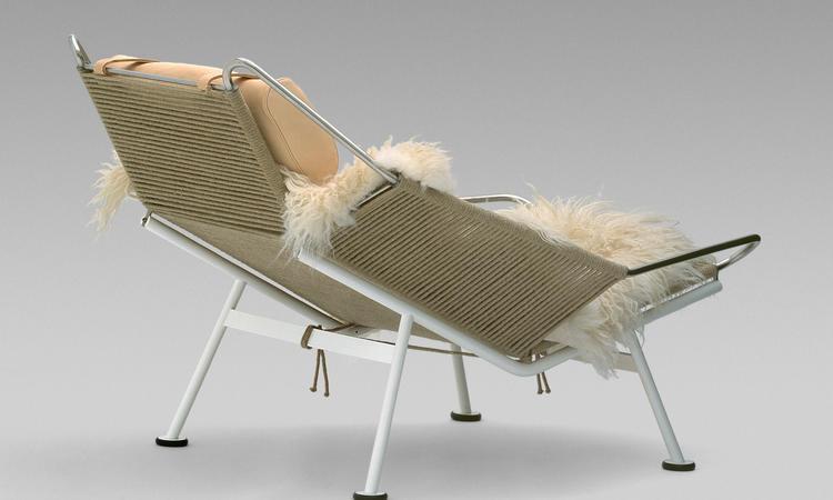 PP225 med kudde i läder, vitlackerat underrede, naturfärgat rep