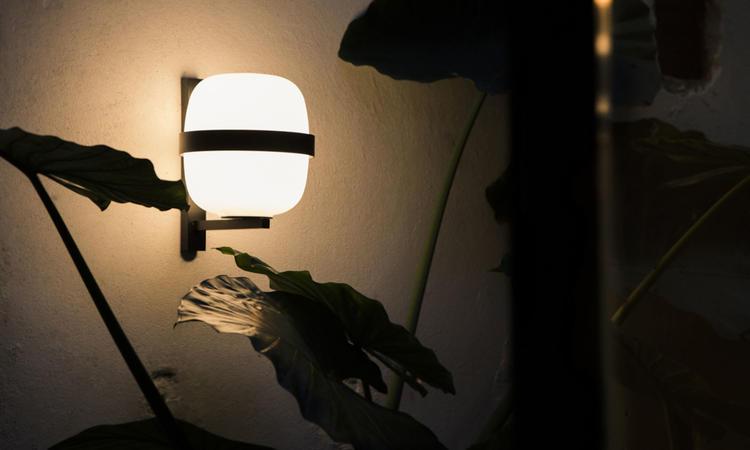 Santa & Cole Vägglampa Wally brons