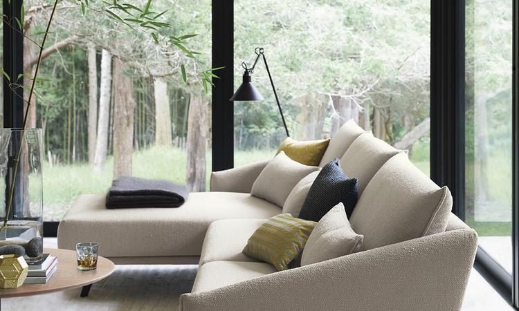 Välj soffan Costura som 2-sits eller 3-sits med schäslong