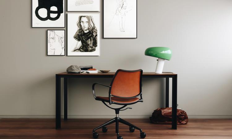 Stua Gas Kontorsstol i cognacfärgat läder med svartlackerat stativ