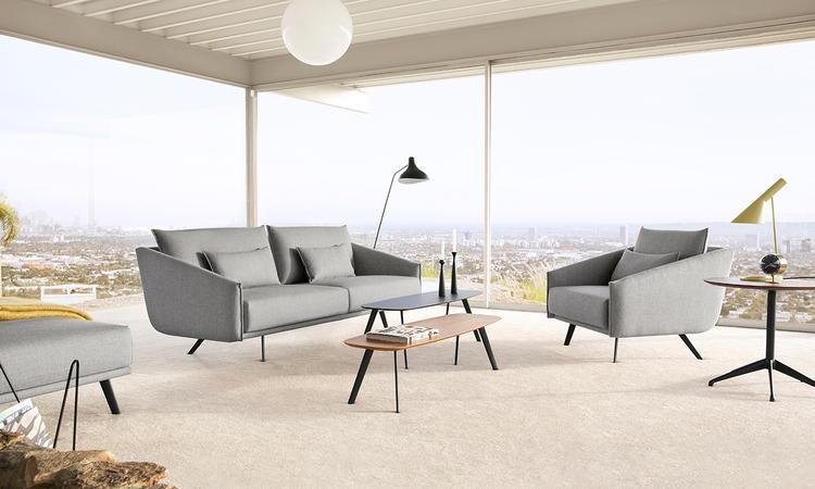 Solapa är ett soffbord från Stua i flera olika storlekar och färger