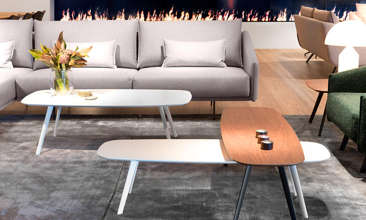 Solapa från Stua finns i smala lång soffbord och små kvadratiska bord