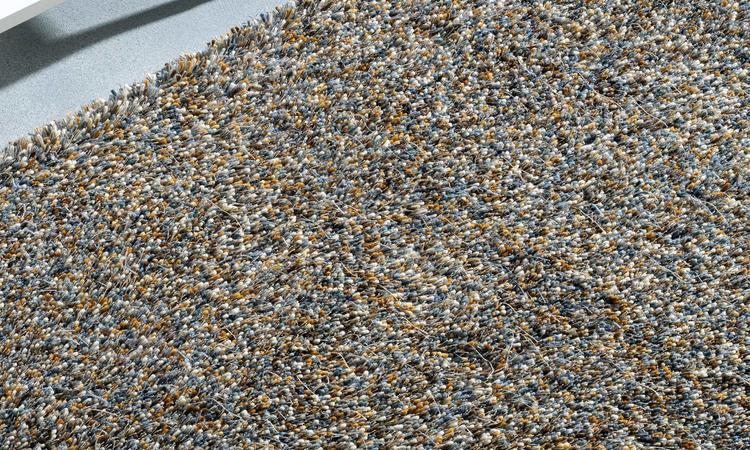 Kasthall Tekla Handtuftad matta i färgen Icy Caramel 211