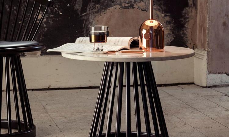 Tom Dixon Fan Table Soffbord i vit marmor med underrede i svartbetsad björk