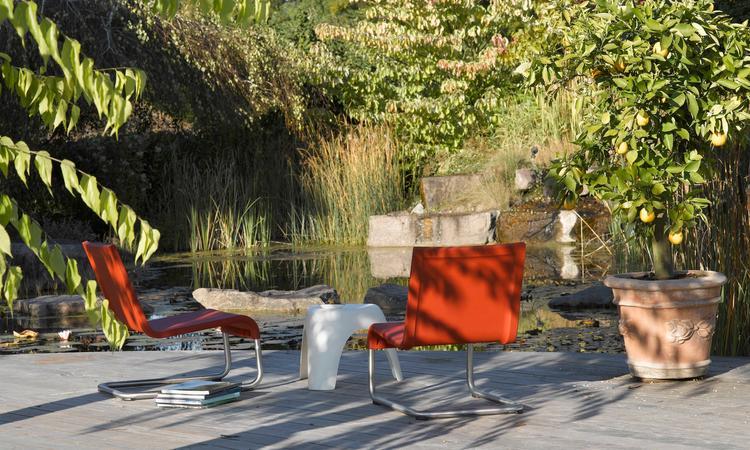 Vitra .06 Fåtölj för utomhusbruk i röd färg