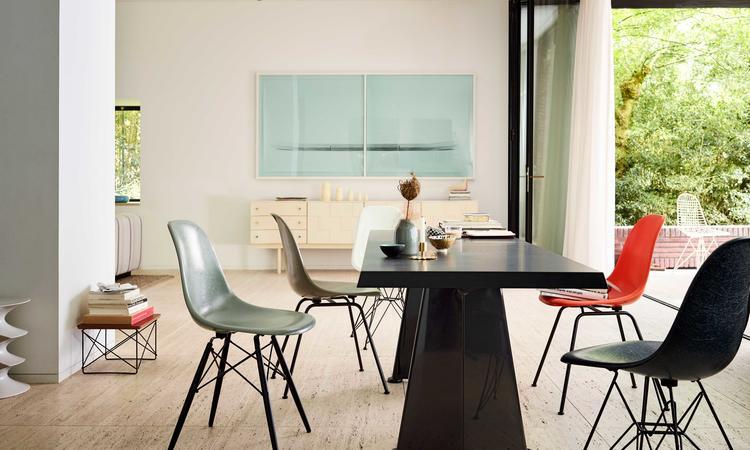 Charles & Ray Eames Fiberglass Chair DSR, DSW och DSX stolar från Vitra
