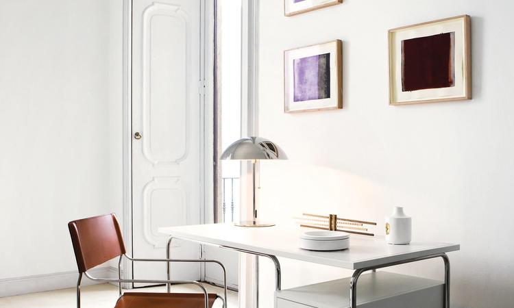 Zanotta Comacina Skrivbord i vit färg med ram i rostfritt stål