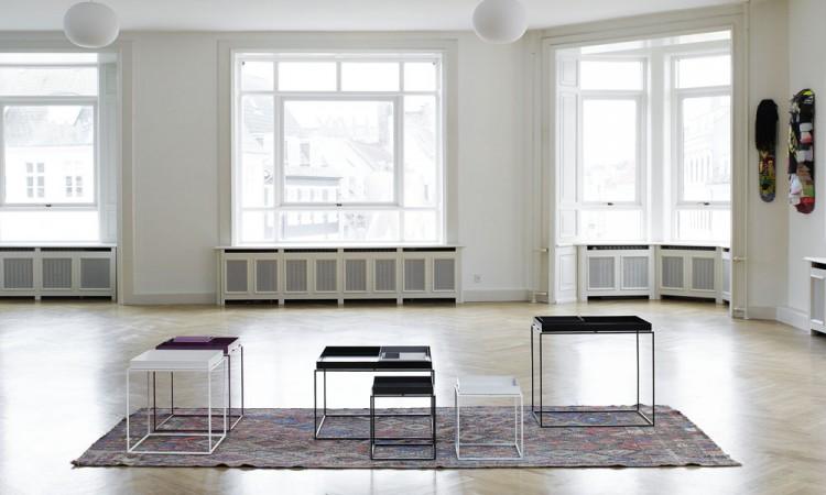 Brickbordet Tray Table från danska HAY i vit och svart färg