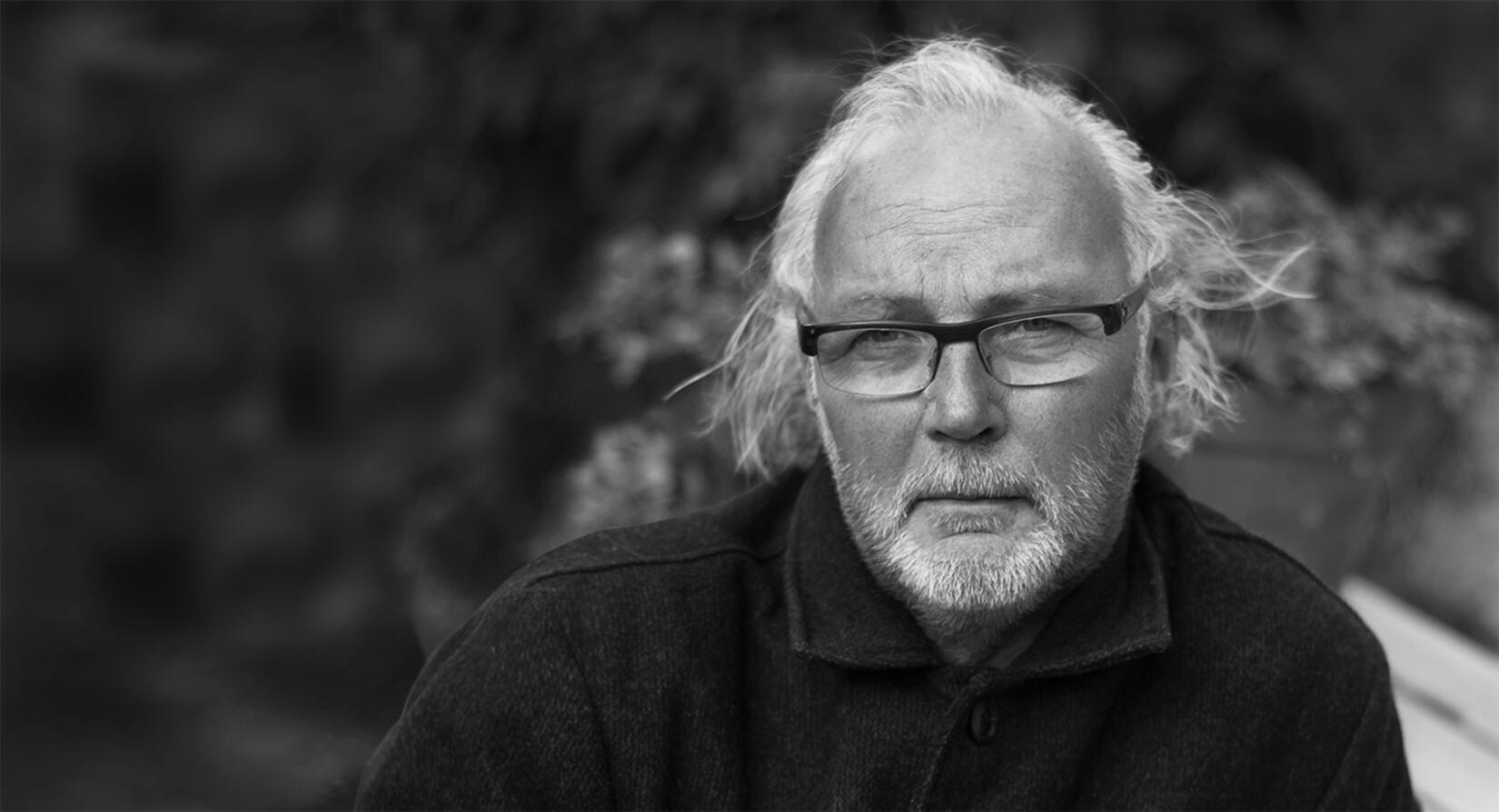 Jonas Bohlin är designern bakom lampan Kvist och möblerna ur serien Snö för Asplund
