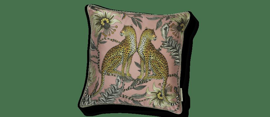 Ardmore Lovebird Leopards Magnolia Kuddfodral i rosa siden