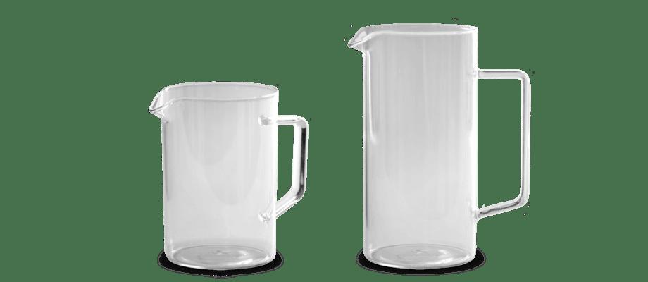 Karaff med handtag helt i glas i två olika storlekar från Serax