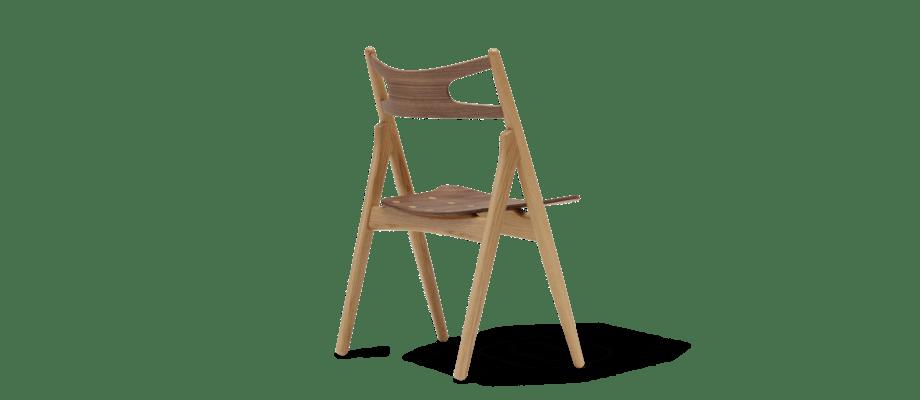 CH29T The Sawbuck Chair är en stol i valnöt och ek från danska Carl Hansen