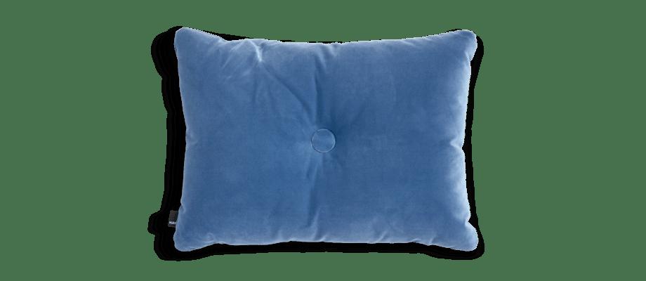 HAY Dot Cushion Soft Blue Kudde med knapp i blå velour