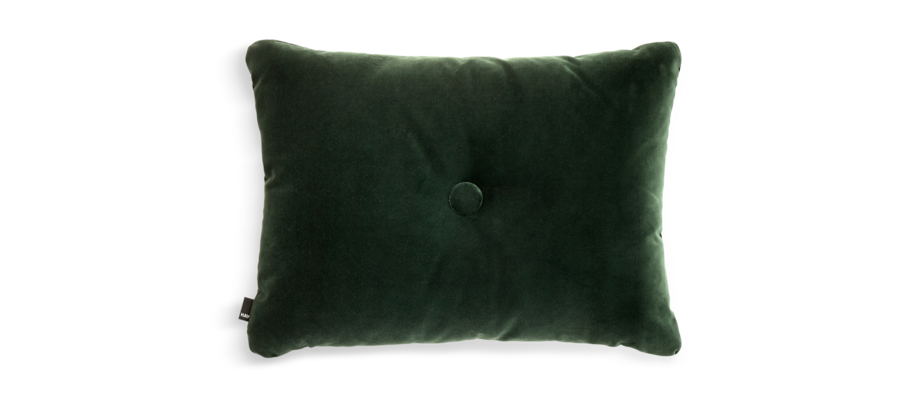 HAY Dot Cushion Soft Dark Green Kudde i mörkgrön velour med dekorativ knapp
