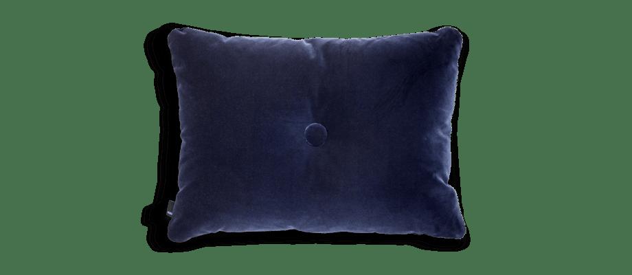 HAY Dot Cushion Soft Navy Kudde med knapp och ett mjukt mörkblått velourtyg