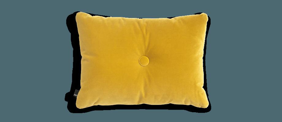 HAY Dot Cushion Soft Yellow Kudde i gul velour med knapp