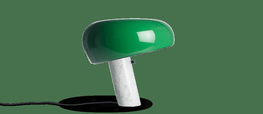 Flos Snoopy Grön lampa med fot i vit marmor