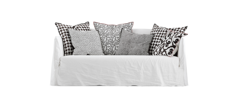 Ghost 10 är en rofylld och mjuk soffa med kuddar från Gervasoni