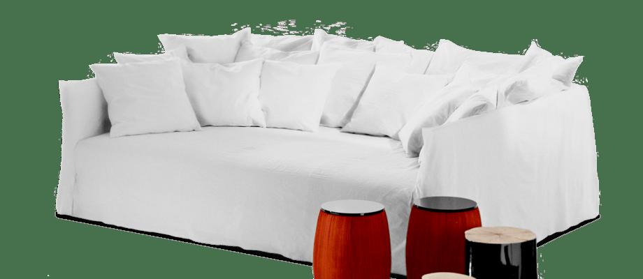 Ghost 16 är en djup och bred soffa med 13 lösa kuddar från Gervasoni