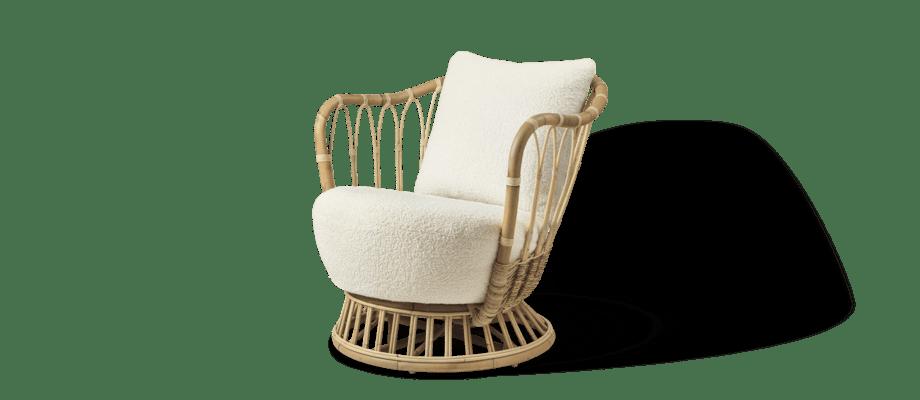 Gubi Grace Lounge Chair Fåtölj i rotting och tyget Karakorum 001