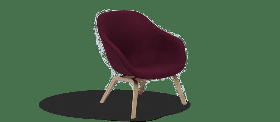 HAY About a Lounge AAL83 Fåtölj i ett vinrött tyg med underrede i ek