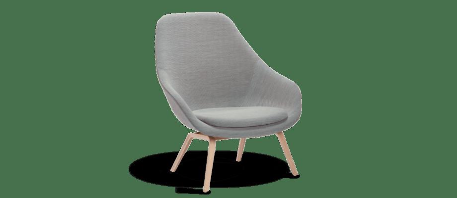 HAY About a Lounge AAL93 Fåtölj med grå klädsel och underrede i trä