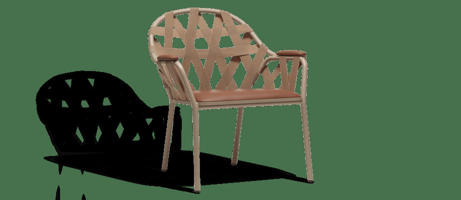 Ire Möbel Agda Fåtölj med beigelackerat stål och cognacfärgat läder