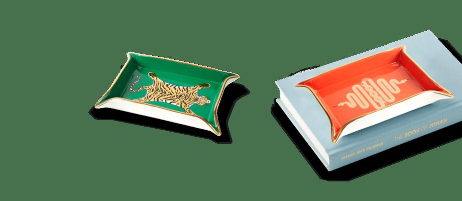 Jonathan Adler Valet Tray Fat med motiv av tiger och orm i grönt och orange