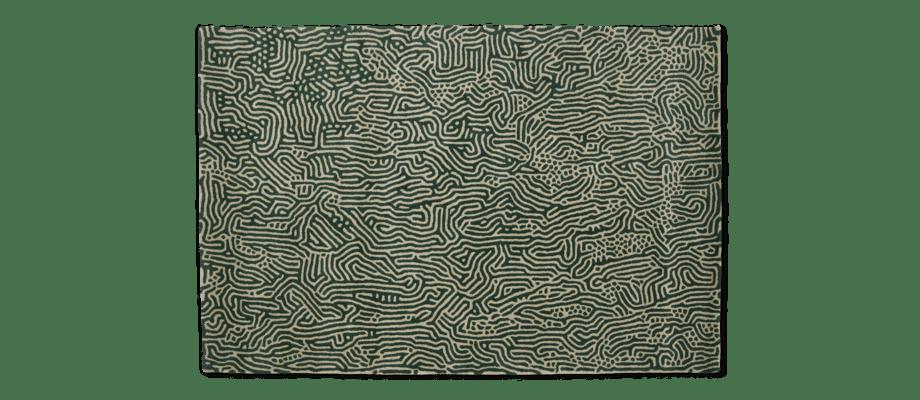 Ligne Roset Écume Vert Handtuftad ullmatta med grönt mönster mot en beige bas