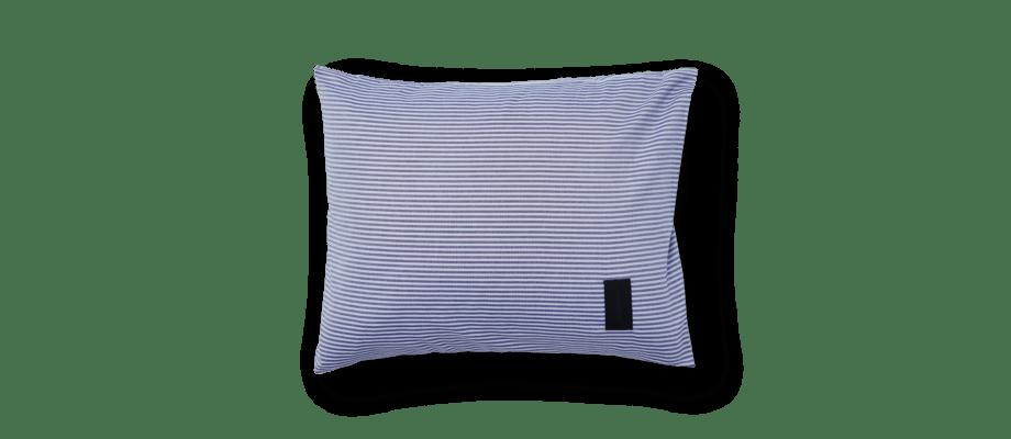Magniberg Wall Street Stripe Dark Blue Örngott i blå färg