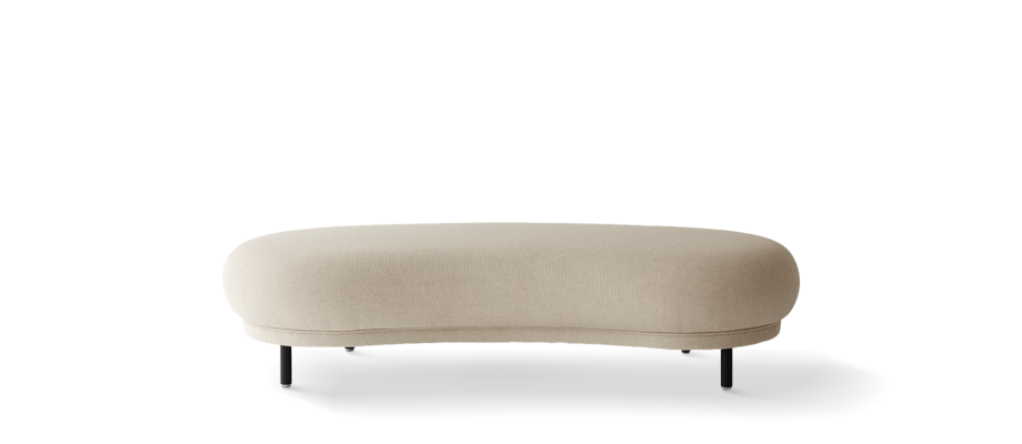 Massproductions ottoman Dandy i ett beige tyg med svartbetsade ben i ek