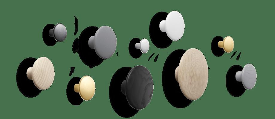 Muuto Dots Klädkrokar i metall, trä, ek, ask, svart, grå och vit färg
