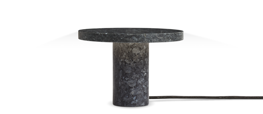 New Works Core Table Lamp Bordslampa i blå granit