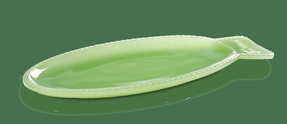 Fat i grönt glas av Paola Navone med form av en fisk för det belgiska varumärket Serax