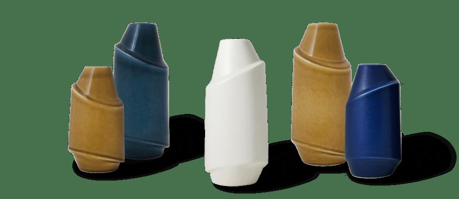 Vaserna Pen från AEO finns i flera olika färger och storlekar med design av Anna Elzer Oscarson