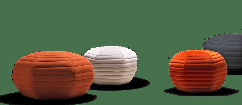 Fogia Poppy Sittpuff i röd, vit och gråsvart färg i båda dess storlekar