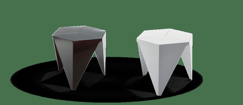 Sidobordet Prismatic Table från Vitra i svart och vit med design av Isamu Noguchi