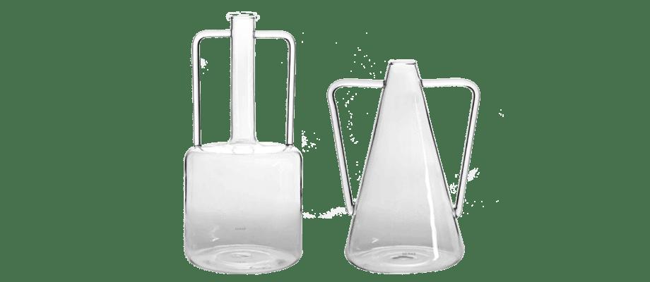 Karaffen Roma Giorgio i glas från belgiska Serax finns i två varianter på Olsson & Gerthel