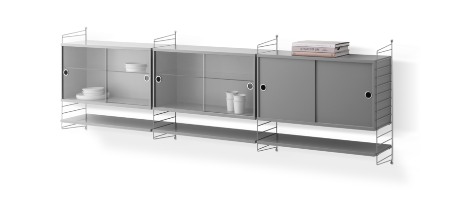 String Furniture Sideboard med skåp och vitrinskåp i grå mdf