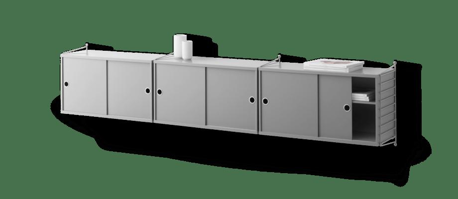 String Furniture vägghängd sideboard med tre skåp i grå MDF