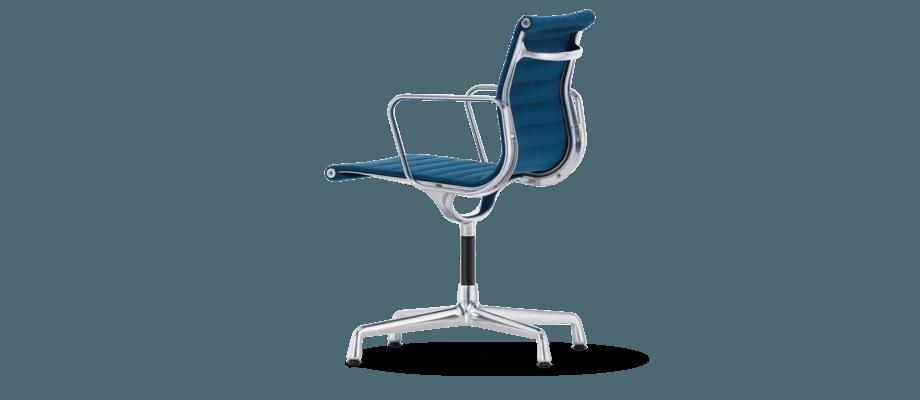 Vitra Eames EA 104 Kontorsstol klädd i tyget Plano med blå färg