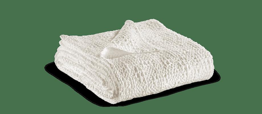 Vivaraises filt Tana i vit färg är gjord av 100% bomull och finns i flera färger på Olsson & Gerthel