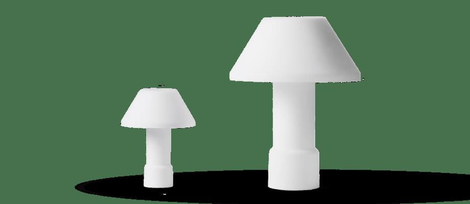 Bordslampan w163 Lampyre från Wästberg och Inga Sempé i vitt opalglas