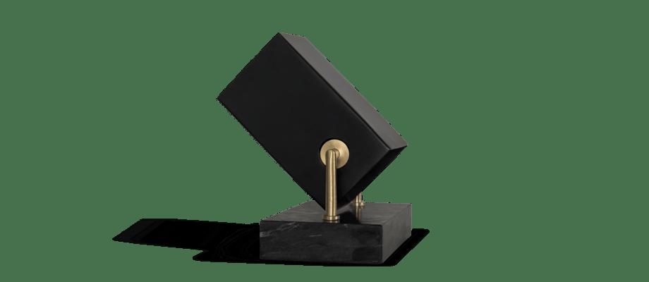 Watt & Veke Box Golvspot i svart stål och marmor med mässingsdetaljer