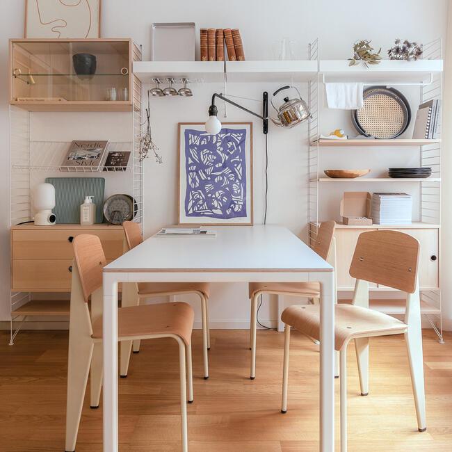 plast design sitter i matbord